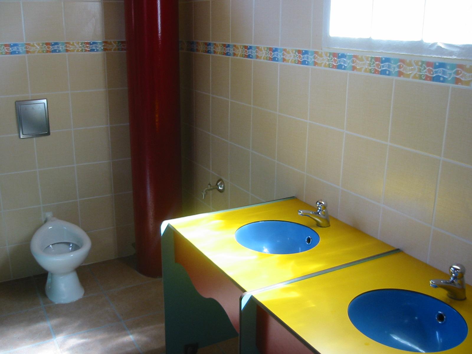 camping catalan la toilette. Black Bedroom Furniture Sets. Home Design Ideas